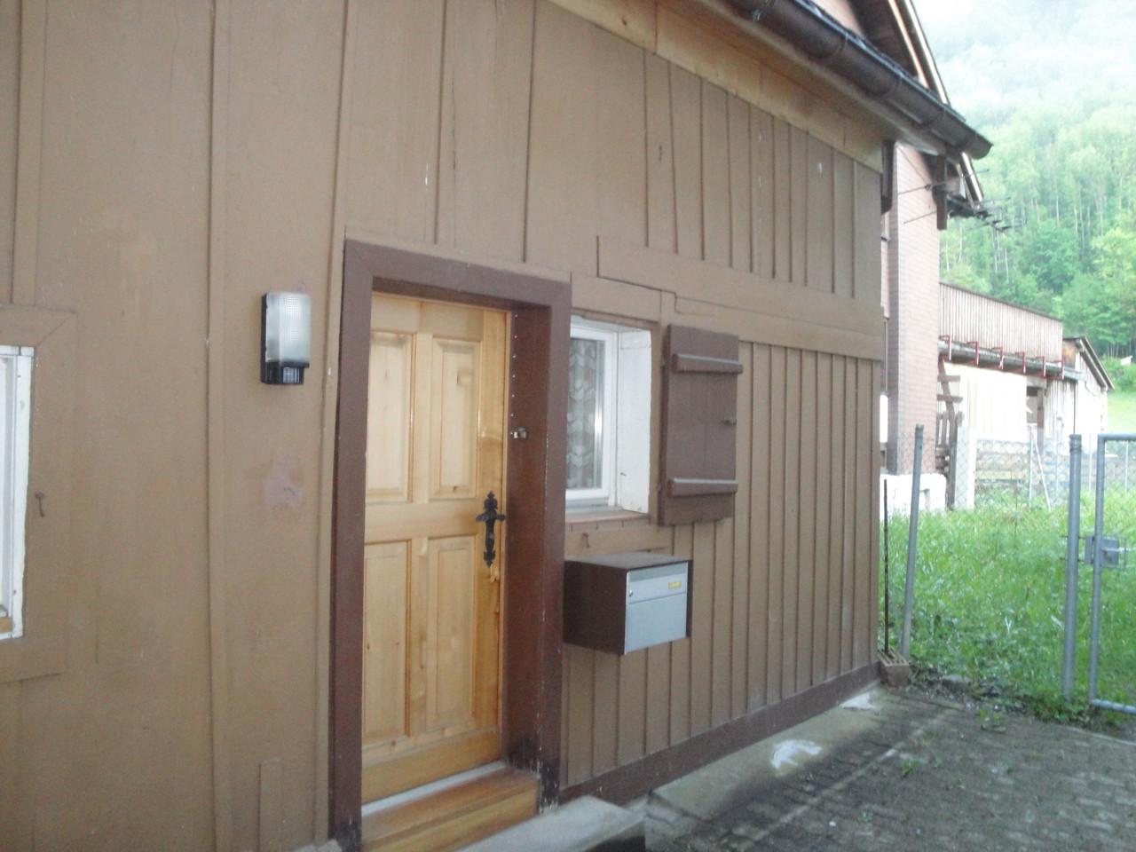 Fassade Ferienhaus vorher, Linthal