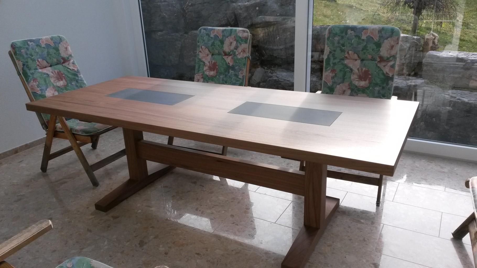 Tisch mit Schiefereinlage