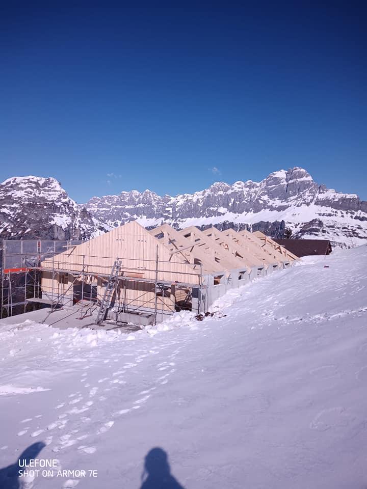 Aufrichtung im winterlichen Guetbächi 20.04.2021