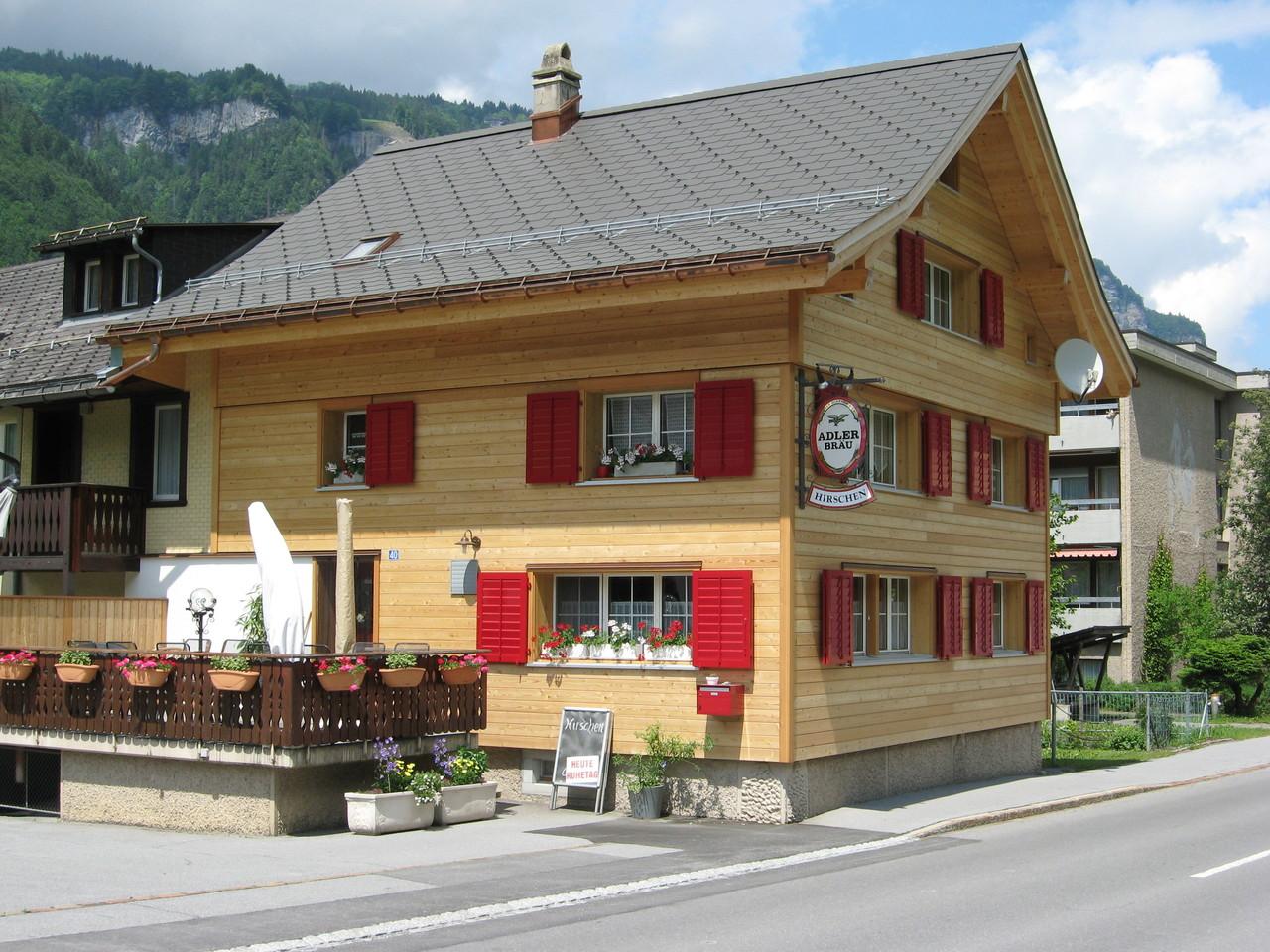 Fassade/neuer Dachstuhl/Fenster Rest. Hirschen neu, Linthal
