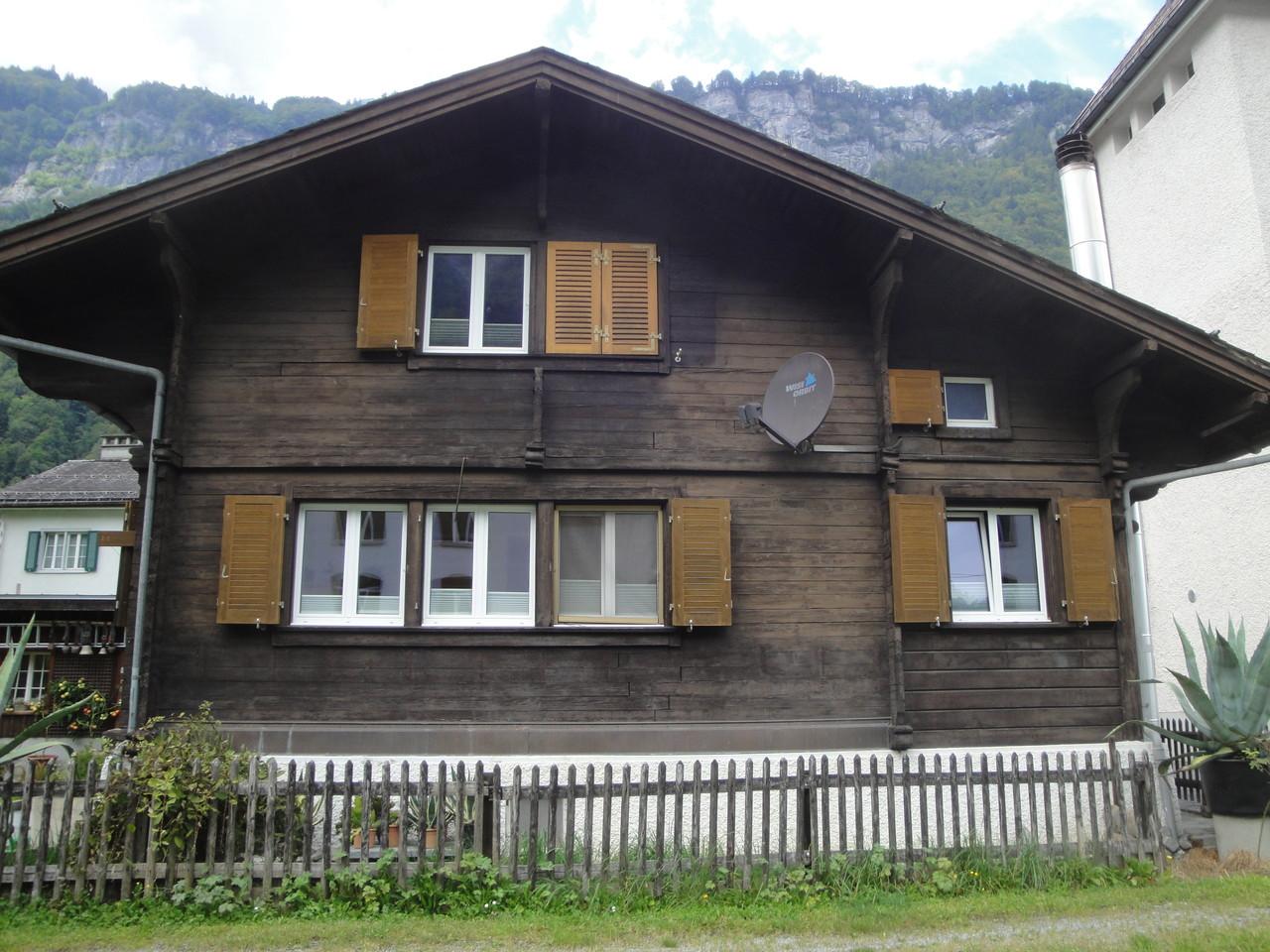 Fassade/neuer Dachstuhl/Fenster Einfamilienhaus vorher, Linthal