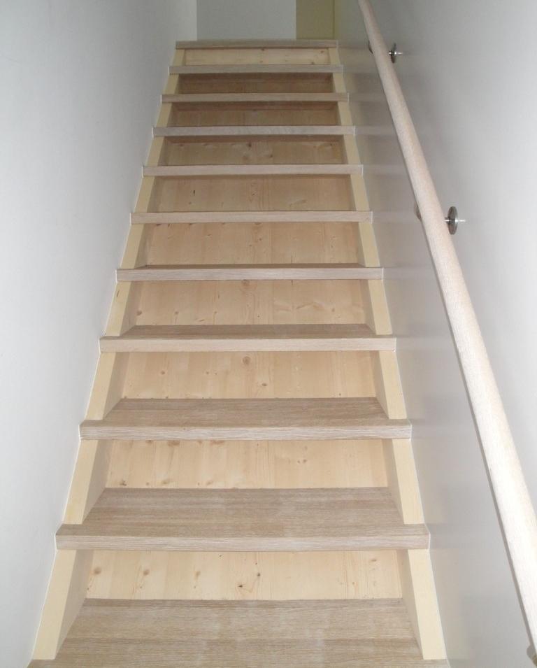 Treppe in Neubau Ferienhaus, Braunwald