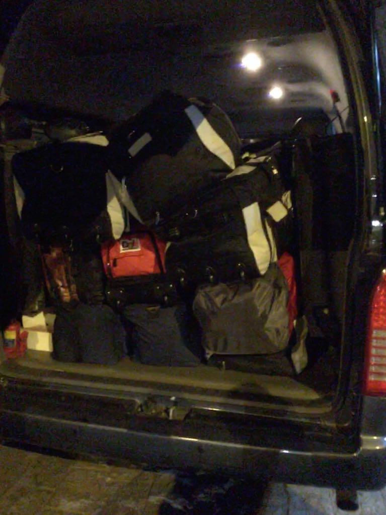 Draußen wurden wir von zwei Peruanern empfangen, die Betty bereits kannten. Sie brachten unser Gepäck in ein Großraumtaxi und wir kamen endlich um 03:00 Uhr deutscher Zeit im Gästehaus von Diospi Suyana an.