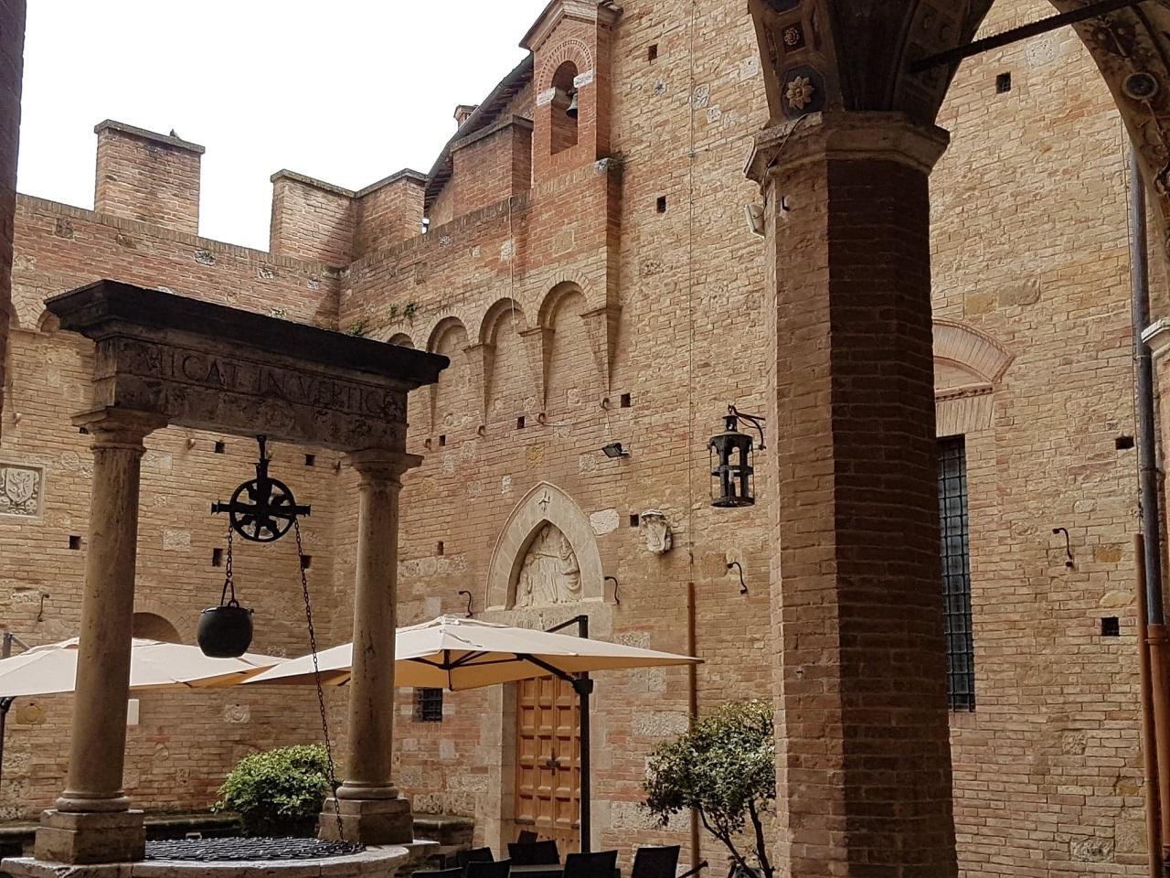 Palais Chigi-Saracini