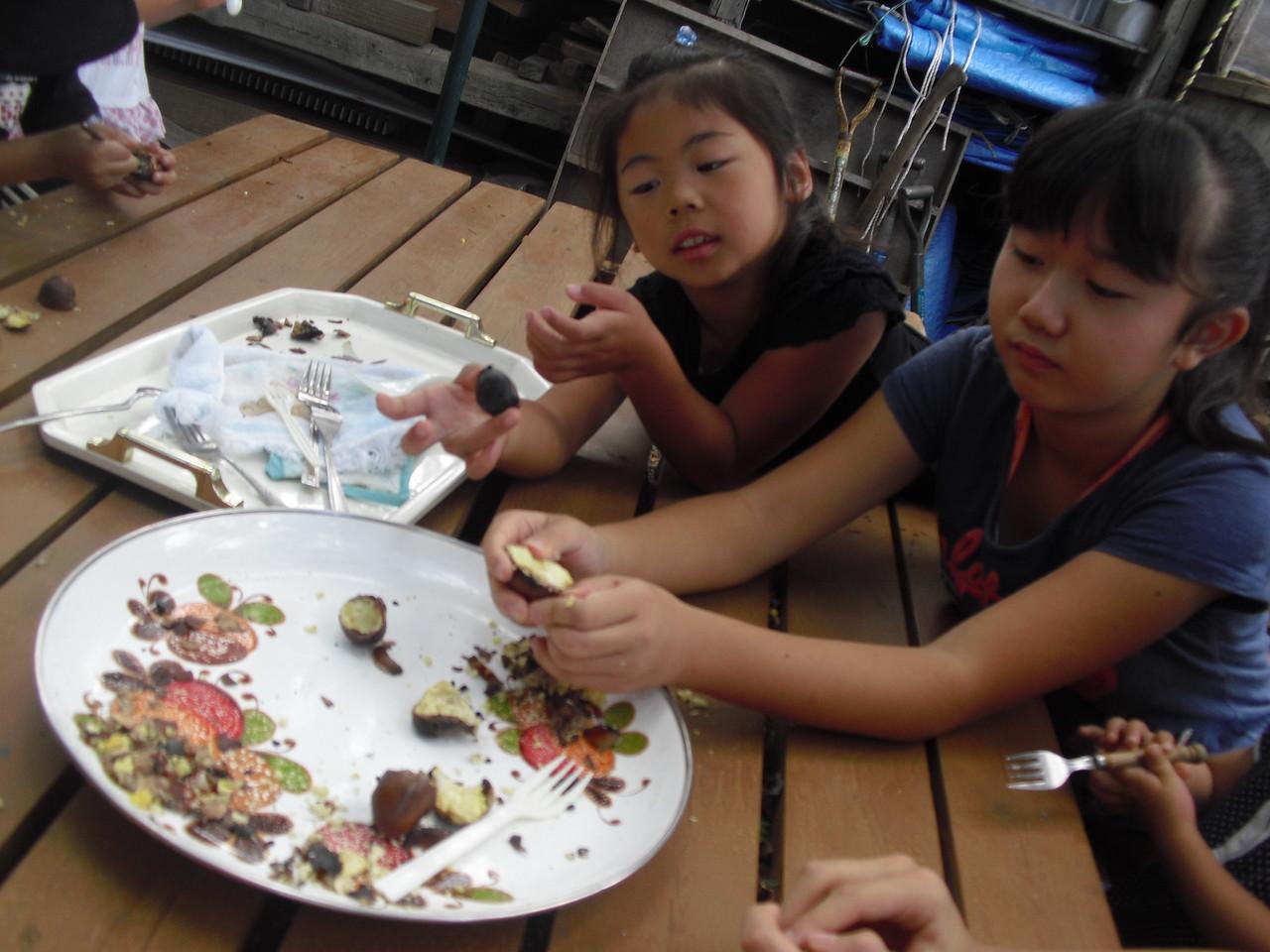 食べます!子ども達、栗が好きなんですね〜。みんなたくさん食べてくれました。