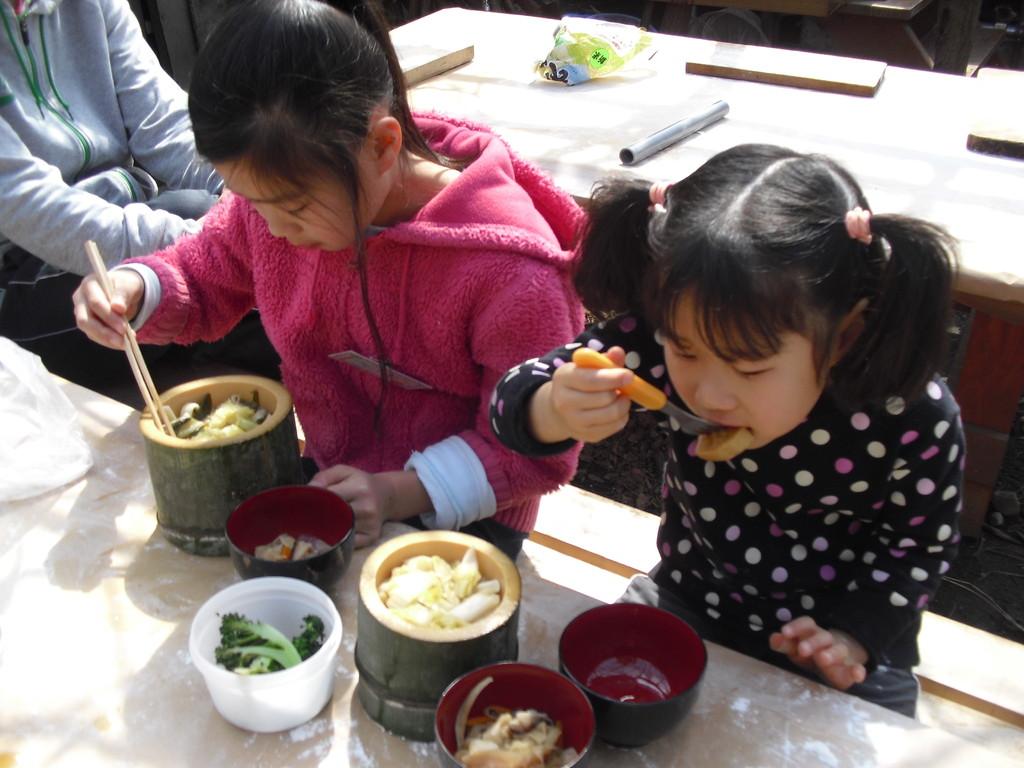「おいし~」グループによって味が違うということで、いろんなグループの麺を試食させていただきました。