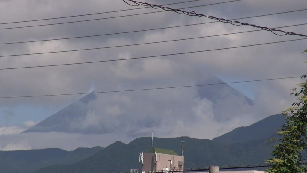 朝は雲に隠れていた富士山・・・でも、活動中は暑かったですね~!!残暑が厳しいです!!
