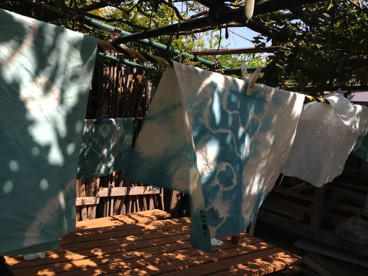 ほら、みんなの布が、いろんな青に染まっていてとっても個性あふれてステキ!