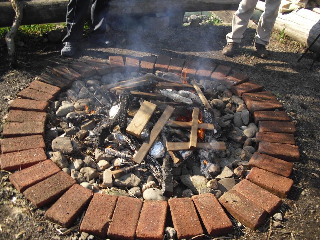 火の中に入れて焼きます。