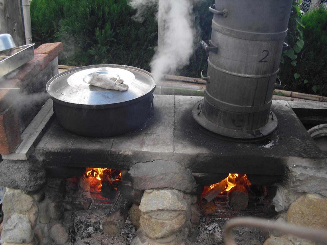 今日は朝早くから切干用のお芋を蒸かしています。