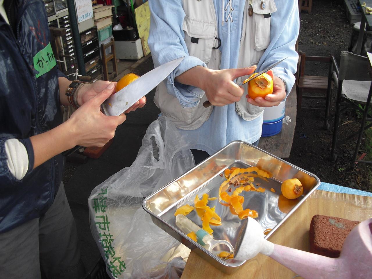 今回も保存食!渋柿を干します!