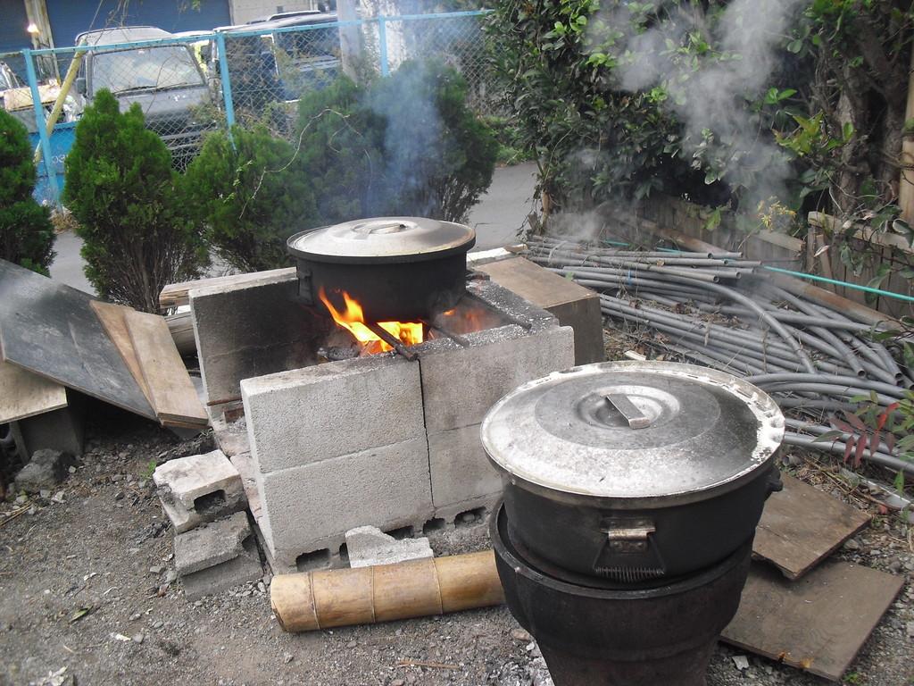 朝7時から大豆をグツグツ煮始めました…