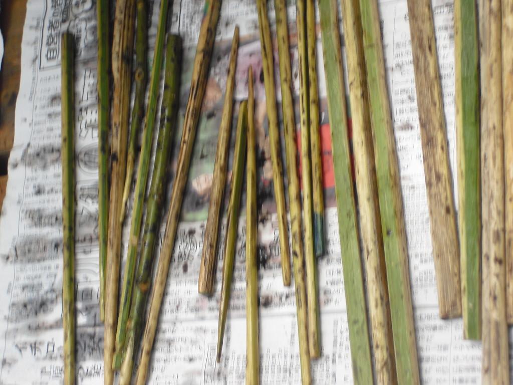 後は竹の水分も飛ばすために何日か乾かして完成です!!