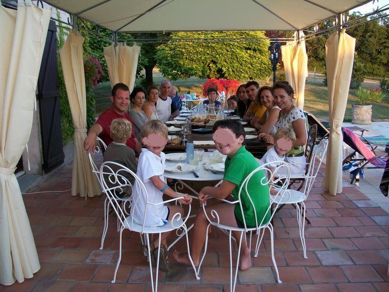 Chambres d'hôtes Le Pré Joli à Cancon - Grande tablée d'été