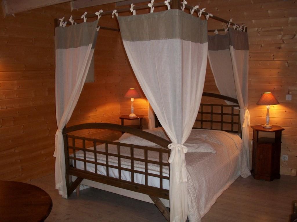 Chambres d'hôtes Le Pré Joli à Cancon - La chambre de bois