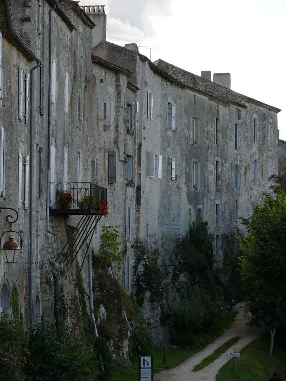 Lot-et-Garonne - Les remparts de la bastide de Tournon d'Agenais