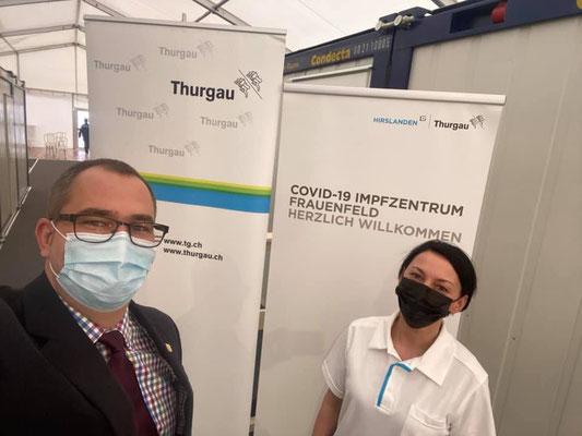 Im Einsatz im ersten Impfzentrum im Kanton Thurgau in Frauenfeld. Besuch von Regierungsrat Urs Martin und dem SRF 10 vor 10.