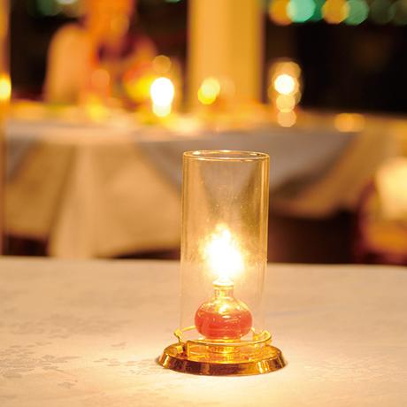 テーブルにキャンドル
