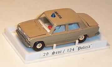 Lleva grabada la placa de matrícula A-82729, que en la realidad le correspondió a un vehículo de 1965.
