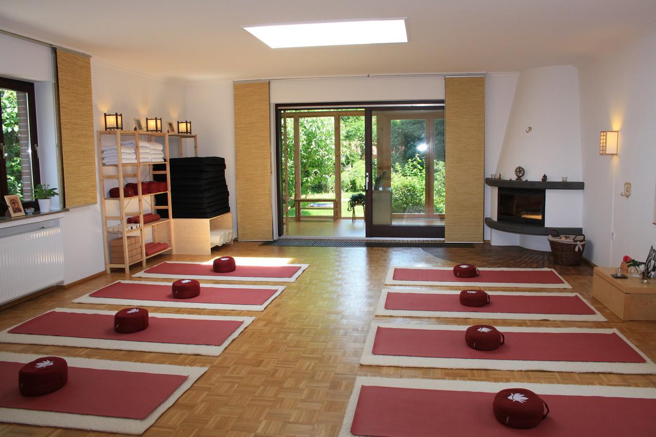 Yogaraum mit Matten