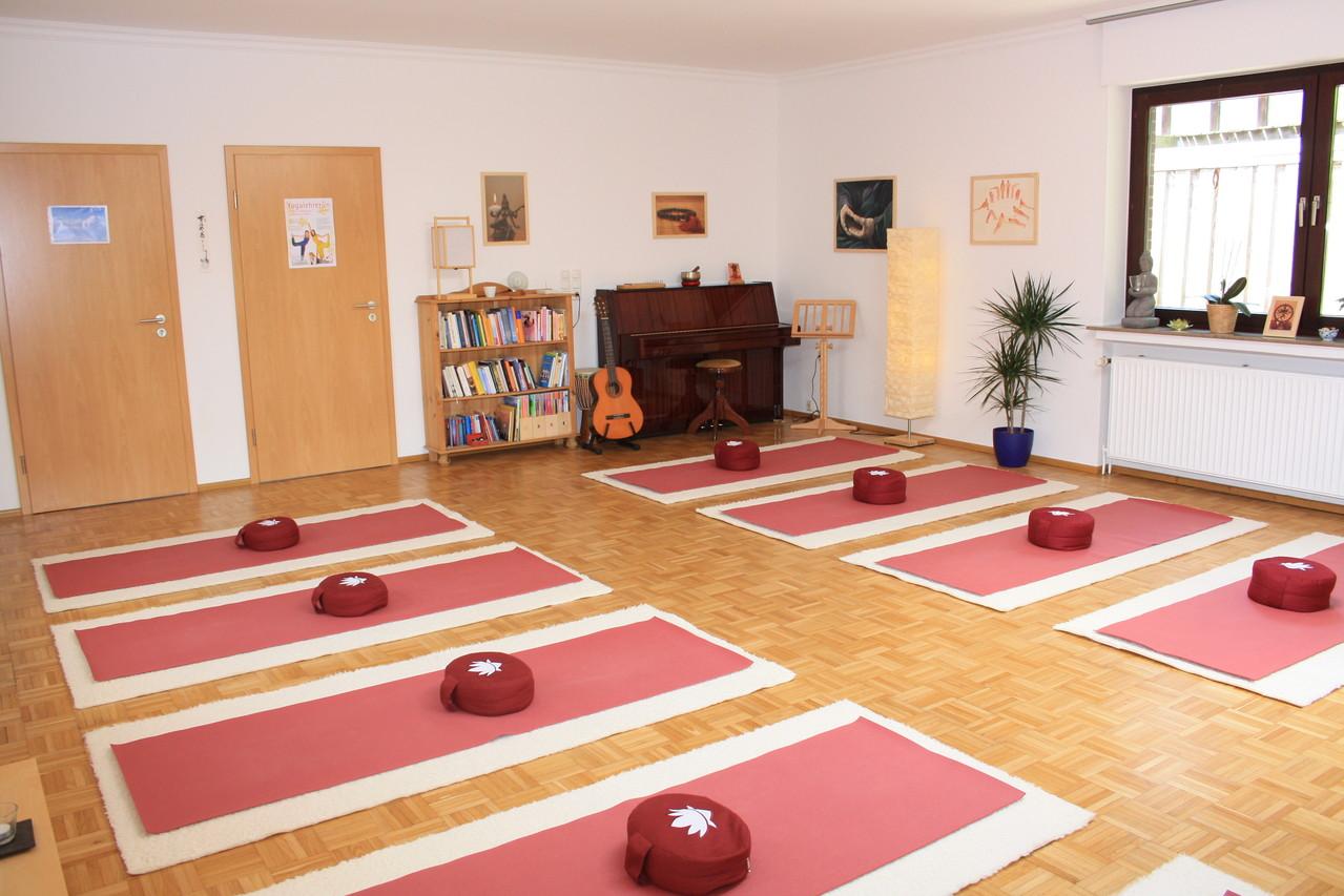 Yogaraum mit Matten 3