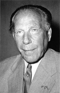 Peco Bauwens, erster DFB Präsident nach dem Krieg und Internationaler Schiedsrichter des VfL Köln 1899.