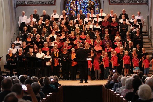 Gesamtchor mit Chor BOLLITT'o misto, MELOS CHOR Bern, Chiao-Ai Chor, U-Chor Bern