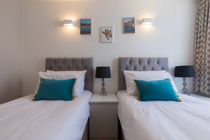 Broadstairs Apartments double room, twin beds