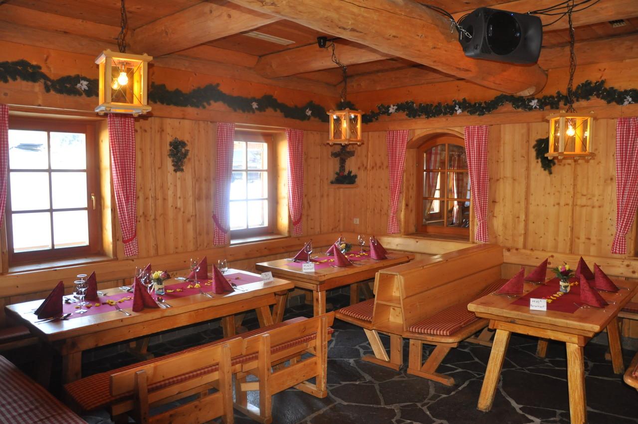 Die Bärenhütte am Fuße des Nassfelds von Innen