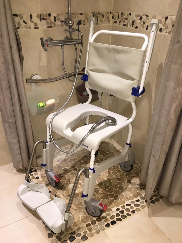 Douche à l'italienne et chaise douche mobile