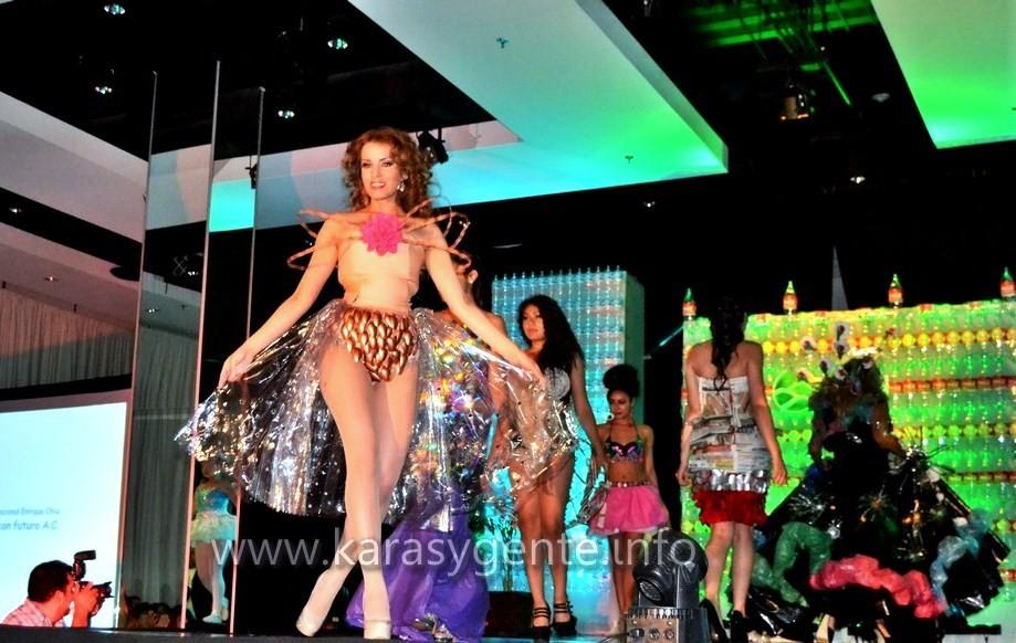 "Pasarela ""Glamour Sustentable 2014"" modelo Esmeralda Muñoz (Agencia Daille)"