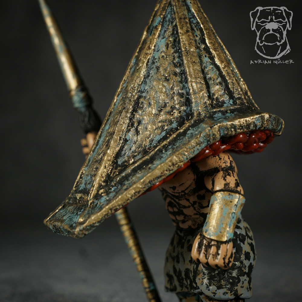 Pyramid Head Gold