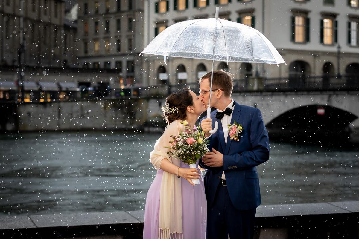Vier Tipps für Hochzeitsfotos im Regen
