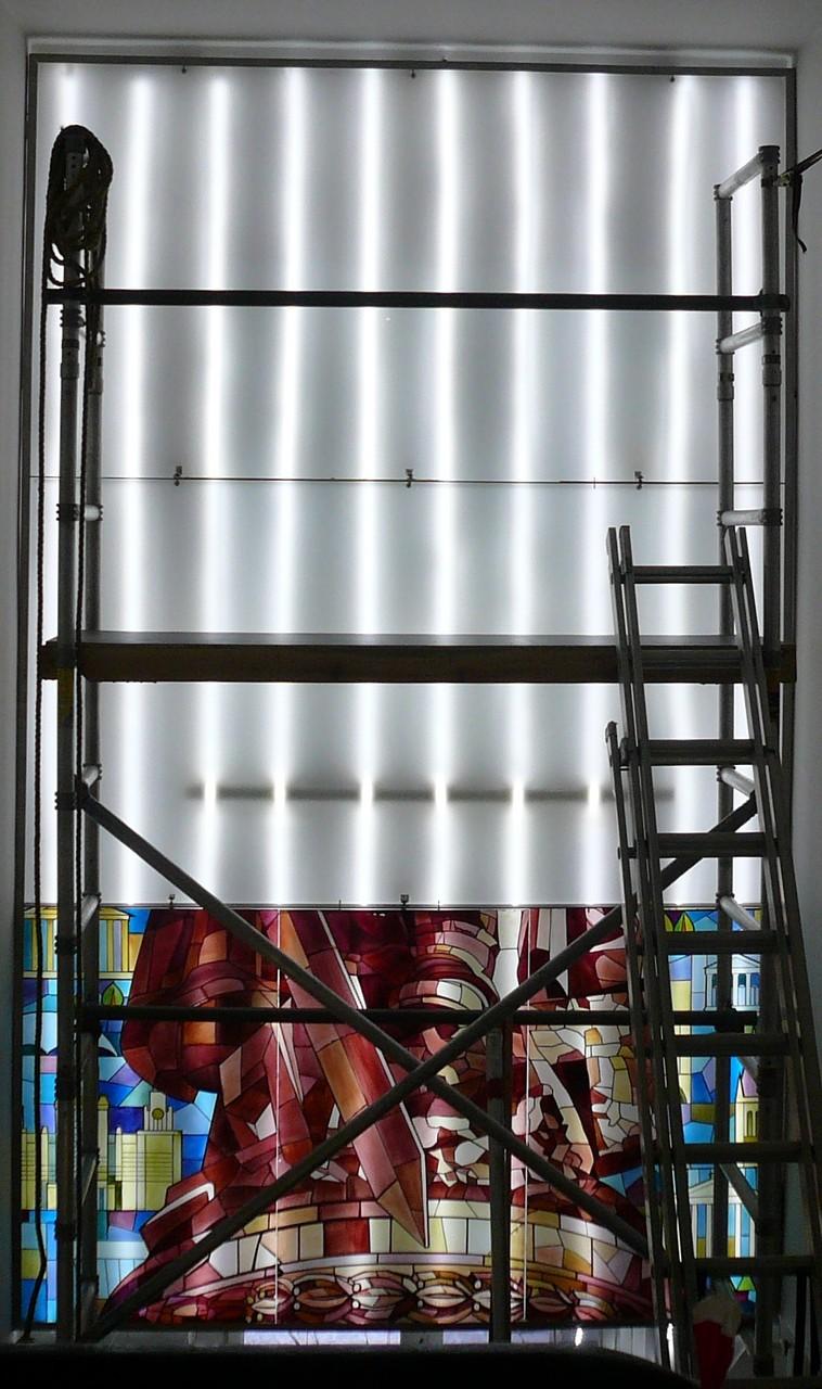 LED-Technik bei äußerst geringer Bautiefe ein neues Hinterleuchtungskonzept realisiert werden.