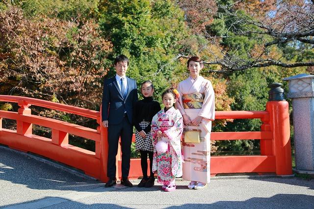 武田神社神橋にて七歳女の子の七五三写真