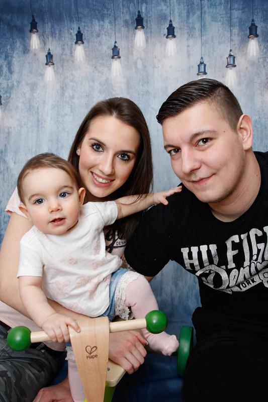 Familien Homeshooting, Eltern mit ihrer kleinen Maus, Stein AG