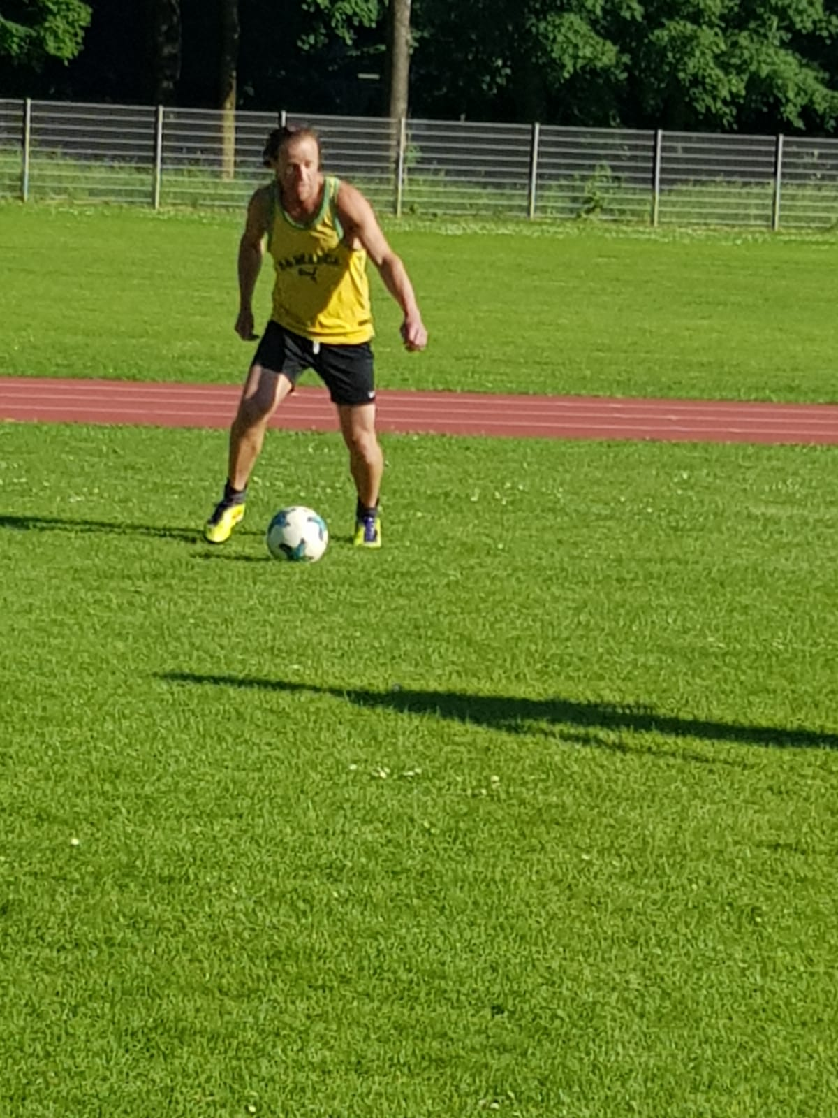 """Gesetzter Termin: Dienstags spielen """"Paradiesvögel"""" Fußball!"""