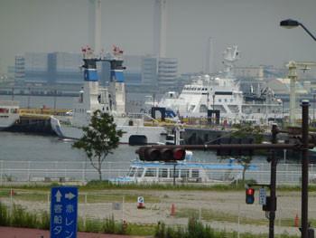 横浜・新港埠頭の消防艇