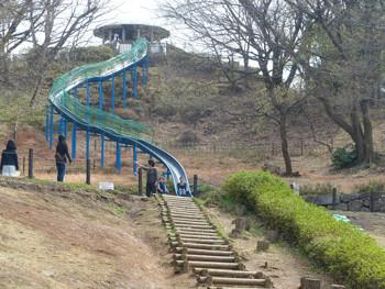 横浜・四季の森公園のジャンボすべり台