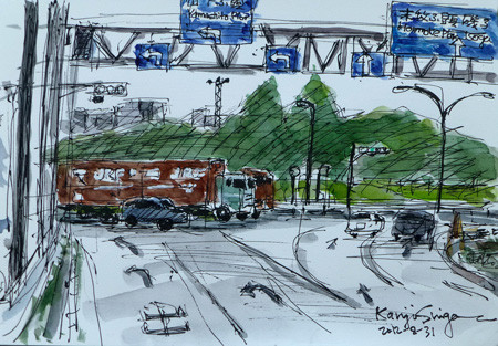 横浜・山下橋の道路を走る大型トラック