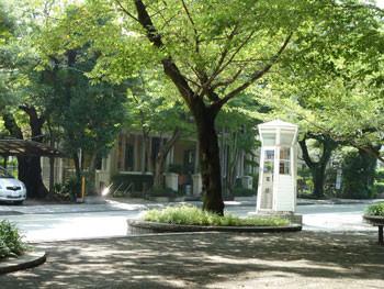 横浜・山手大通りの電話ボックス