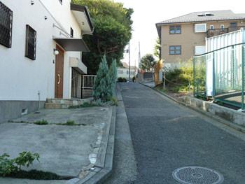 横浜・高田坂の階段付近の住宅