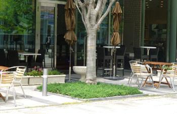 横浜・グランモール通りのカフェ