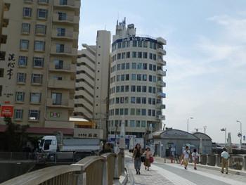 藤沢市・片瀬海岸のビル街