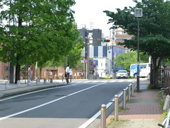 横浜市・吉田町商店街の交差点