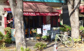 横浜・大桟橋ふ頭の入口のジャックカフェ(JACK CAFE)