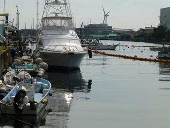 横浜・横浜ベイサイドマリーナの船