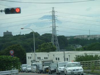 神奈川県藤沢市・藤沢中央卸売場交差点から見た富士山