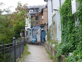 横浜上大岡・大岡川の遊歩道