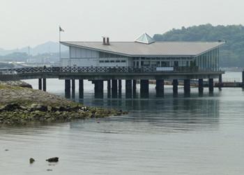 横浜・八景島シーパラダイスの海上レストランと潮干狩り